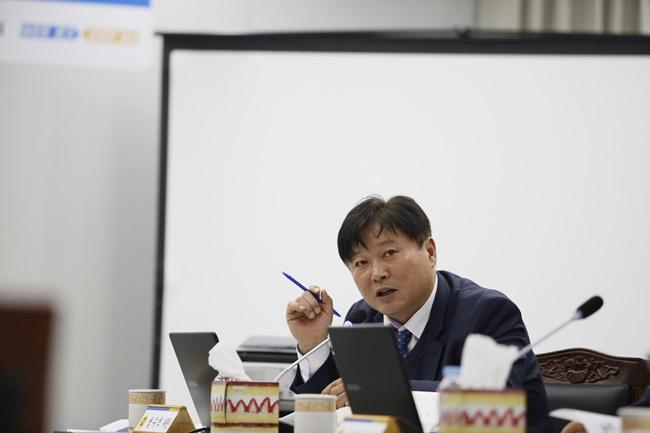 [행감]191114 성수석 의원, 악취없는 축산환경 등 위한 투자 주문.JPG