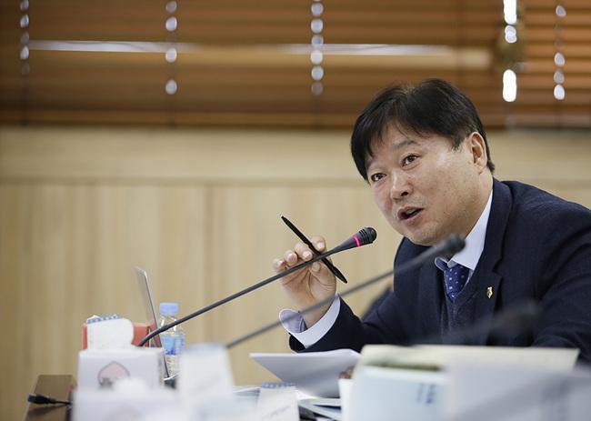 [행감]191119 성수석 의원, 산림자원 연구 도민 소득증대로 연결돼야.jpg
