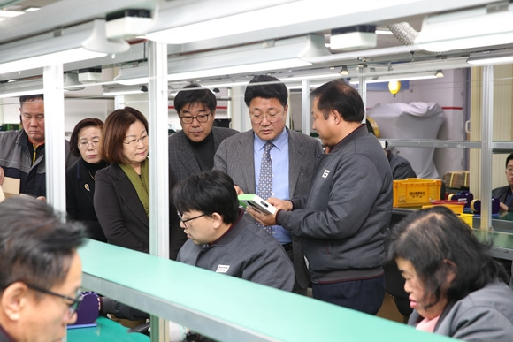 엄태준 이천시장, 장애인직업재활시설 양혜근로작업장 방문 (1).jpg
